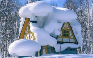 Как убирать снег на даче?