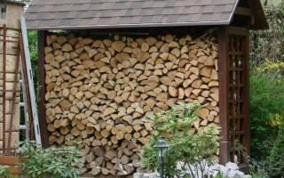 Как сделать дровяник на даче?