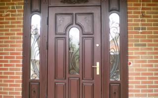 Чем оббить дверь на даче?